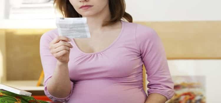 «Омепразол» нельзя принимать женщинам в ожидании малыша.